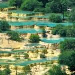 Huanglong gyönyörű mészkőteraszai