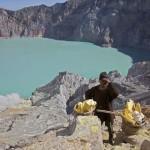 A Kawah Ijen vulkán kénbányászai