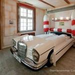 V8 – szálloda az autók szerelmeseinek