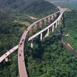 Erdők felett átívelő autópályák