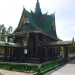 Wat Lan Kuad – milliónyi sörösüvegből épült buddhista kolostor