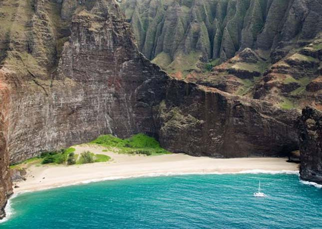 Honopu Beach, Hawaii, USA