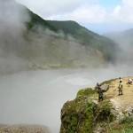 A 90 celsius fokos Forró-tó (Boiling lake), Dominika