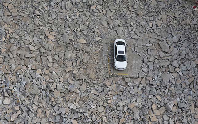 Kína parkolót bontott a Volkswagen körül