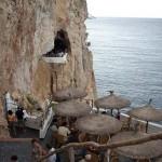 Cova d'en Xoroi – sziklafalra épült bár Menorca szigetén