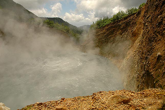 dominica-boiling-lake