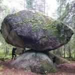 Kummakivi – egyensúlyozó kő Finnországban