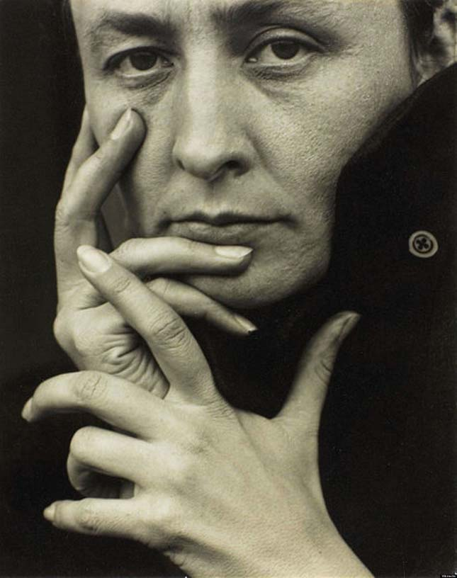 Alfred Stieglitz - Georgia O'Keeffe (Hands)