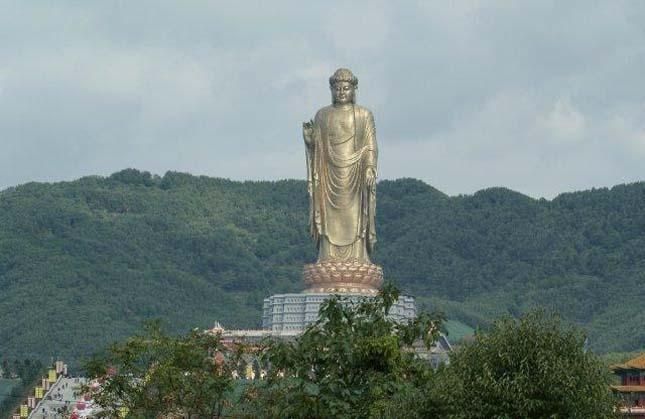 Tavaszi templom Buddha
