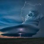 A nap képe – Felhőn átívelő villám Nebraskában