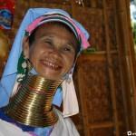 A padaung törzs hosszú nyakú női