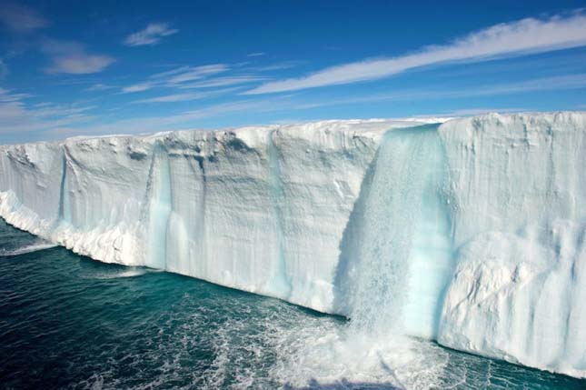 Gleccser vízesések Spitzbergák, Norvégia