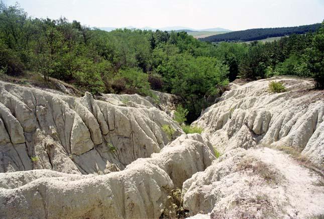 Kazár riolittufa