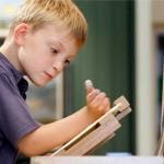 500 milliót keresett eddig a 10 éves festő csodagyerek