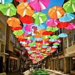 Színes esernyők lepték el Agueda utcáit