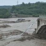 Hidak dőlnek össze a heves esőzések miatt Kínában