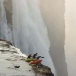 Kajakosok a Viktória-vízesés peremén
