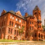 Elhagyott oktatási intézmények világszerte