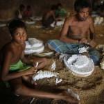 Embertelen körülmények között kockáztatják életüket Bangladesben