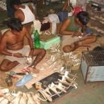 Így készülnek a méregdrága női cipők Indiában