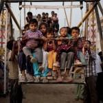 A szegények szórakozása – az indiai óriáskerék, amit nem könnyű mozgásban tartani