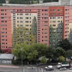 Természetbe illeszkedő, színes betondzsungel
