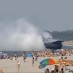 Strandolók között ért partot egy orosz hadihajó