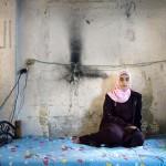Tinilányok és a szobájuk – Rania Matar fotósorozata