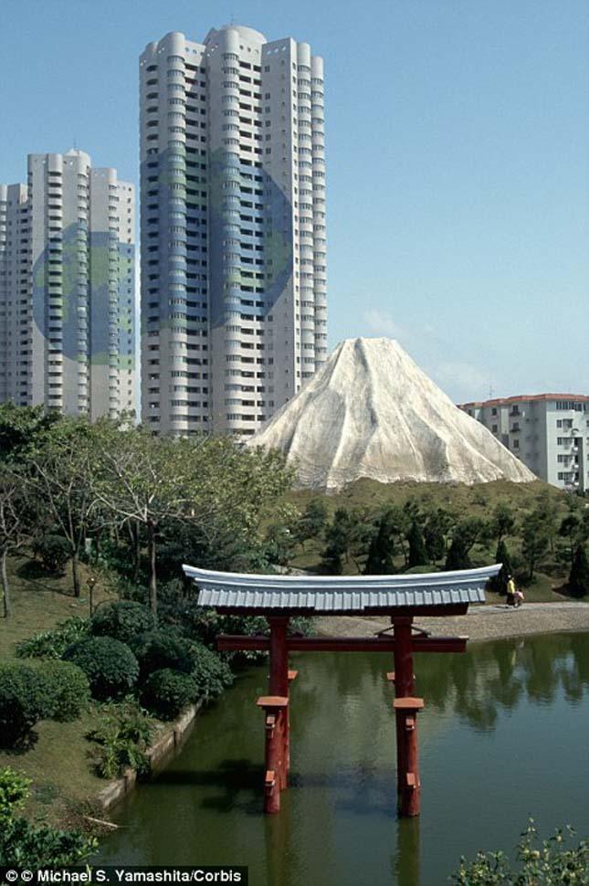 A Japán Torii szentély a Fuji hegy lábánál