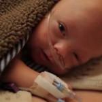 Szívbemarkoló videó egy koraszülött kisbabáról