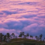 Nepáli falu a felhők felett