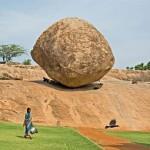 Krisna vajgolyója – az ötméter átmérőjű, egyensúlyozó szikla Indiában