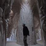 A férfi, aki csákánnyal farag ki teljes barlangokat