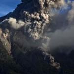 Újra kitört a Sinabung vulkán, nyolcezer méter magas hamufelhővel