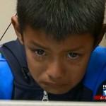 Megható pillanat: egy hallássérült kisfiú először hallja szülei hangját