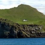 Magányos ház a izlandi Elliðaey-szigeten