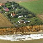 Tengerbe csúszó házak Angliában