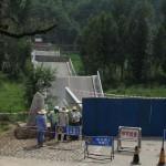 Leszakadt egy híd Kínában egy kamion alatt