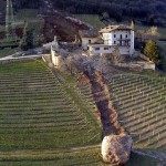Hatalmas szikladarab tarolt le egy épületet Dél-Tirolban