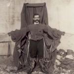 A repülő szabó, aki 102 éve leugrott az Eiffel-toronyról [Videó]