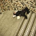 Bárhol elalszanak a túlhajszolt japán dolgozók