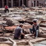 Bőrgyár Marokkóban – munka a tűző napon és a rothadó szagok között
