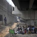 Iskola a híd alatt Új-Delhi legszegényebb gyerekeinek