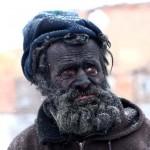 Európa legmocskosabb embere, aki forró hamuban tölti a hideg éjszakákat