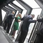 Elképesztő kilátás a felhőkarcolóból – billenő ablakok a 94. emeleten