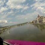 Utasszállítóval repültek a Duna felett