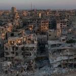 Családok tömegei térnek vissza a lerombolt szíriai városba