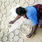 Agyagpogácsát kénytelenek enni a legszegényebbek Haitin
