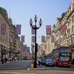 Jövő évtől vezető nélküli autók járhatják a brit utakat
