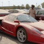 Hátrahagyott luxusautók Dubaiban